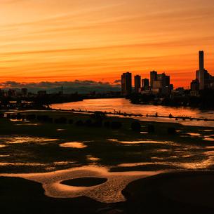 多摩川の夕焼けの写真素材 [FYI03834407]
