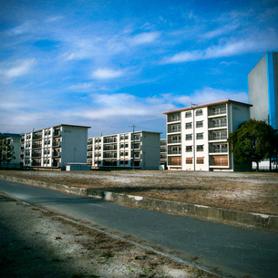 住民が退去した団地群の写真素材 [FYI03834427]