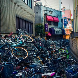 廃棄された自転車の写真素材 [FYI03834437]