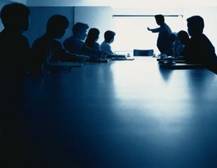 会議中のビジネスマン&ウーマンの写真素材 [FYI03834859]