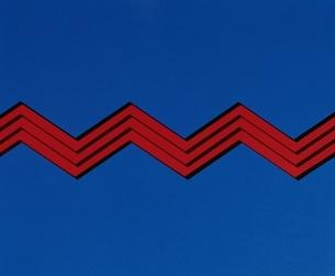 ジグザグ(青・赤)の写真素材 [FYI03835003]