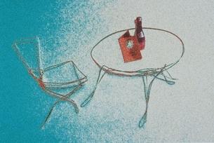 テーブルとチェア  イラストのイラスト素材 [FYI03835255]