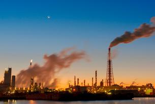 四日市工場夜景の写真素材 [FYI03836197]