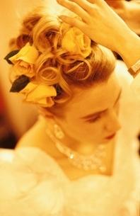 ウエディングドレスを着た外国人新婦の写真素材 [FYI03836672]