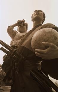 侍姿の男性と剣道着の男の子の写真素材 [FYI03836777]