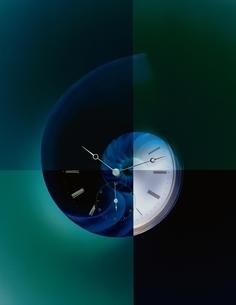 貝イメージの時計 CGのイラスト素材 [FYI03837205]