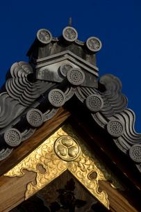御香宮神社拝殿の葵の紋の写真素材 [FYI03837265]