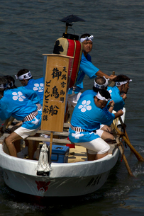 大阪天神祭鉾流神事の御鳥船の写真素材 [FYI03837285]