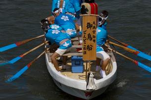 大阪天神祭鉾流神事の御鳥船の写真素材 [FYI03837287]