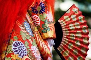 大阪天神祭 御神酒講の猩々山車に乗った猩々人形の写真素材 [FYI03837288]