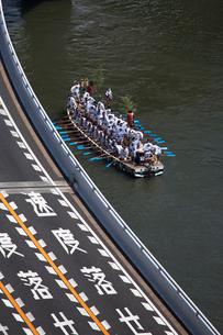 大阪天神祭どんどこ船の写真素材 [FYI03837294]