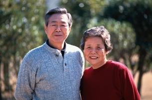 日本人の老夫婦の写真素材 [FYI03837446]
