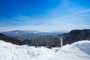 冬の美ヶ原より蓼科山と八ヶ岳連峰と南アルプスを望むの写真素材 [FYI03838297]