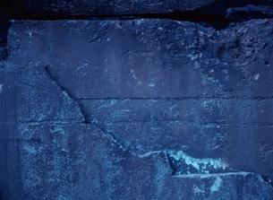 青色のコンクリートの壁の写真素材 [FYI03838626]