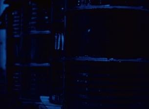 ドラム缶のアップ(青)の写真素材 [FYI03838632]