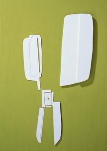 はさみの切り絵のペーパークラフト(緑色)の写真素材 [FYI03838720]