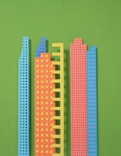 カラフルな高層ビルの半立体クラフトの写真素材 [FYI03838726]