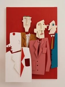 4人の人の切り絵の半立体クラフトの写真素材 [FYI03838728]