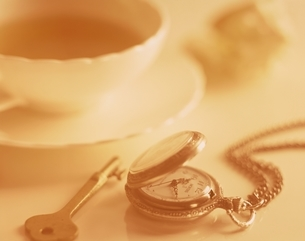 紅茶と懐中時計イメージの写真素材 [FYI03839130]