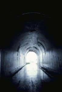 トンネルと光 本川村 高知県の写真素材 [FYI03839336]