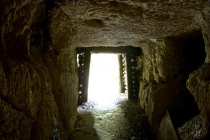 石見銀山の間歩の出口の写真素材 [FYI03839531]