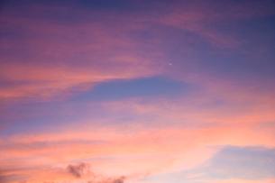 夜明けの空の写真素材 [FYI03839650]