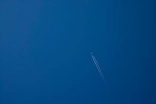 飛行機雲の写真素材 [FYI03839666]
