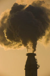 工場の煙の写真素材 [FYI03839675]