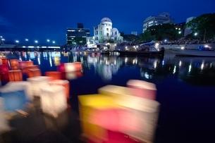 平和公園の灯籠流しの写真素材 [FYI03839727]