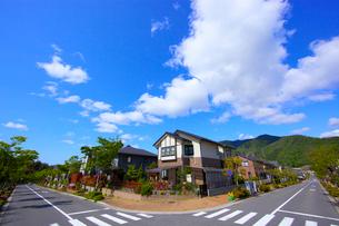 青空と住宅地の写真素材 [FYI03839790]