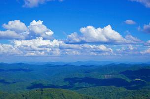 山並みと雲の写真素材 [FYI03839824]