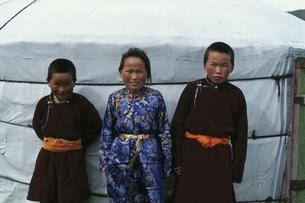 モンゴルの三人兄弟の写真素材 [FYI03840031]