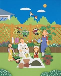 ガーデニングをする家族のイメージ クラフトの写真素材 [FYI03840078]