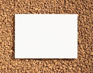 赤玉土とメッセージボードの写真素材 [FYI03840400]