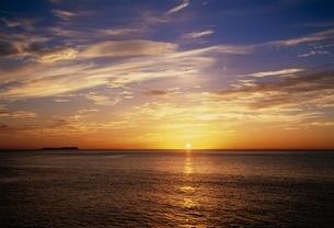 伊東市の海と日の出 静岡県の写真素材 [FYI03840516]