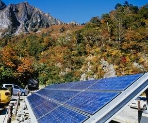 山と太陽光発電 水上町 群馬県の写真素材 [FYI03840538]