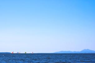 七色帆引き船と筑波山 霞ヶ浦の写真素材 [FYI03840803]