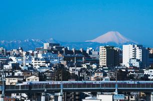 東京からの富士山と東北新幹線E2系の写真素材 [FYI03841215]
