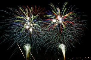 復興支援イベントの大晦日から元旦カウントダウン花火の写真素材 [FYI03841292]
