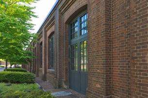 北区中央図書館1919年建設の赤レンガ倉庫の扉と窓と赤レンガの写真素材 [FYI03841495]