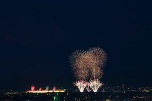 長岡まつり大花火大会 ナイアガラ超大型スターマインの写真素材 [FYI03841984]
