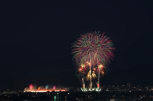 長岡まつり大花火大会 ナイアガラ超大型スターマインの写真素材 [FYI03841985]