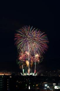 長岡まつり大花火大会 ナイアガラ超大型スターマインの写真素材 [FYI03841988]