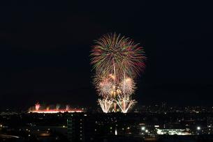 長岡まつり大花火大会 ナイアガラ超大型スターマインの写真素材 [FYI03841990]