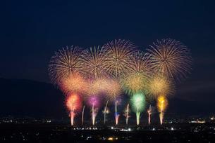 神明の花火大会 オープニングの写真素材 [FYI03842051]