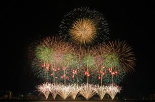 諏訪湖祭 ミュージックグラデーション ファンタスティック シャインの写真素材 [FYI03842082]