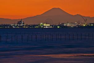 ふなばし三番瀬と富士山夕焼けの写真素材 [FYI03842424]