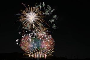 いせはら芸術花火大会 グランドフィナーレ メロディー花火の写真素材 [FYI03842479]