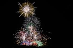 いせはら芸術花火大会 グランドフィナーレ メロディー花火の写真素材 [FYI03842484]