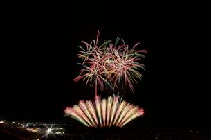 常総きぬ川花火大会 花火の巨匠 音色スプラッシュの写真素材 [FYI03842543]